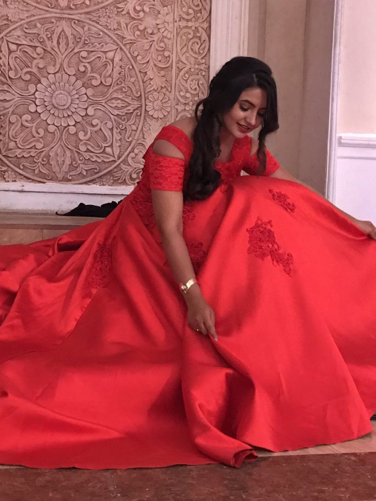Meera Deosthale HD Pics In Red Clothes