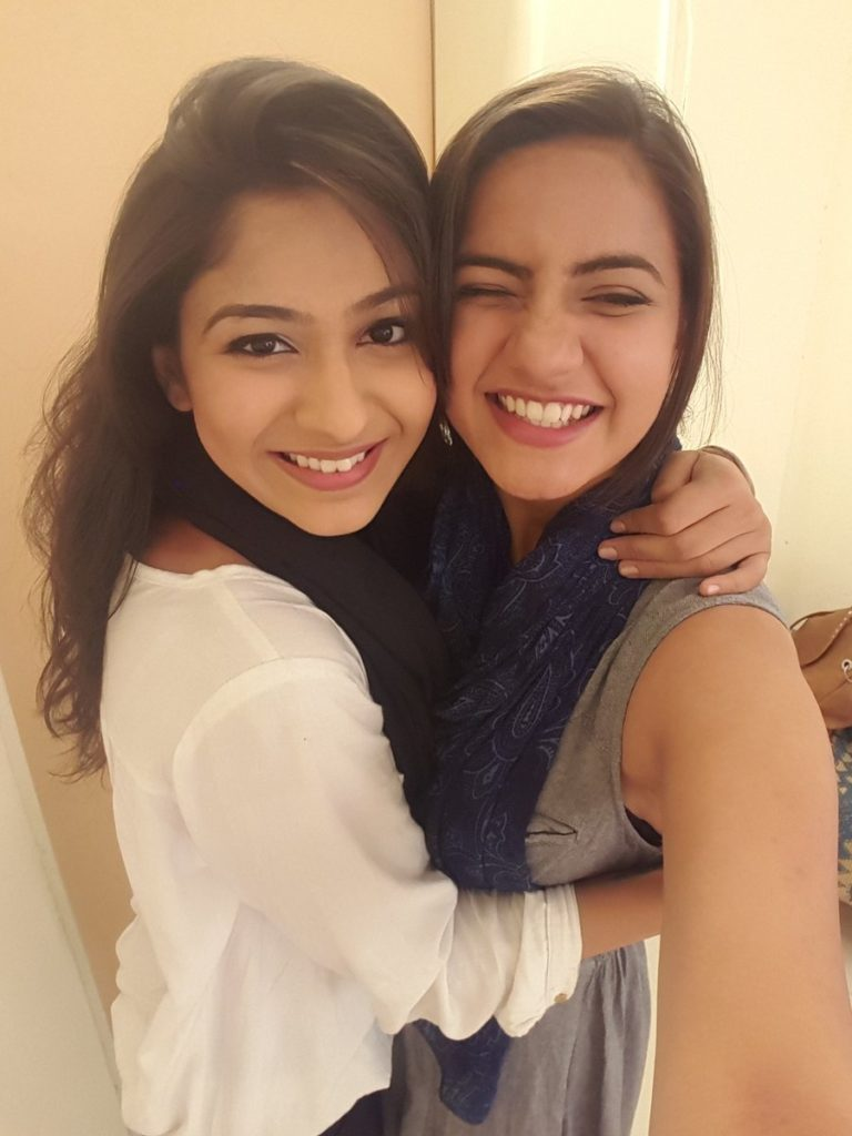 Meera Deosthale HD Pics With Friend