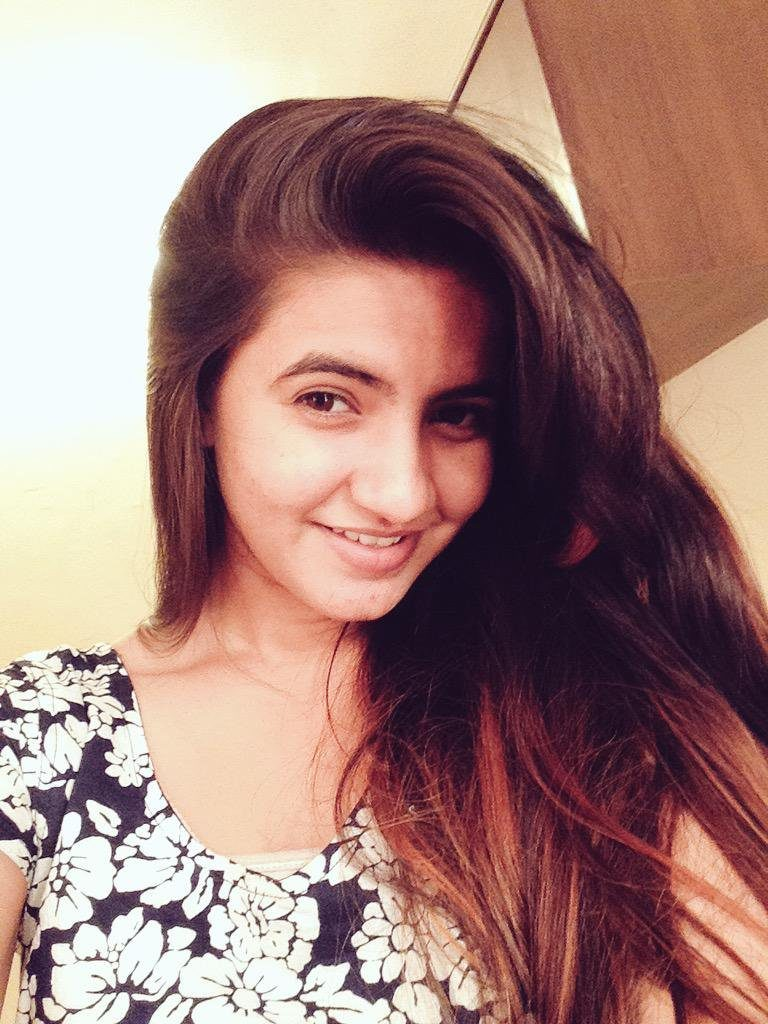 Meera Deosthale Smiling Pics
