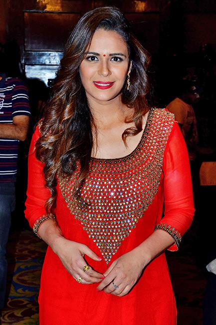 Mona Singh Cute Pics