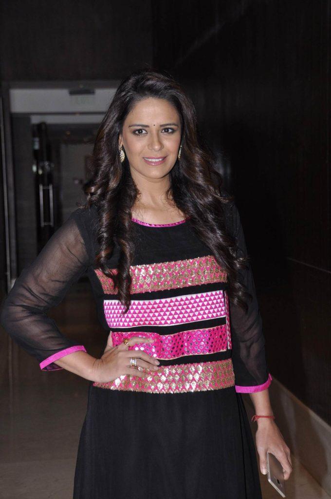 Mona Singh Cute Smiling Pics