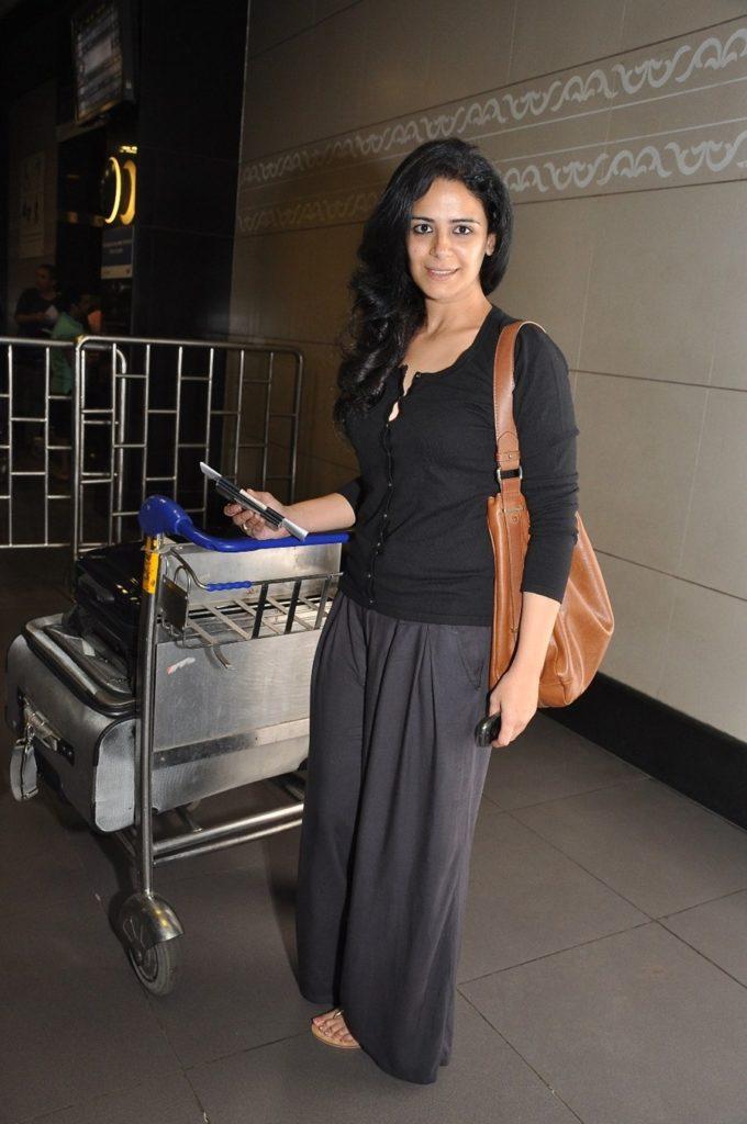 Mona Singh HD Pics In Sexy Clothes