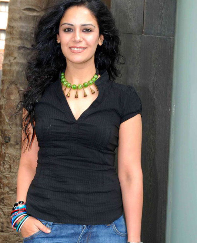 Mona Singh HD Sexy Pics In Jeans Top