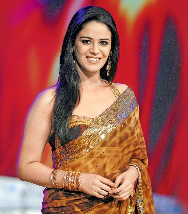 Mona Singh Hot & Sexy Pics In Saree