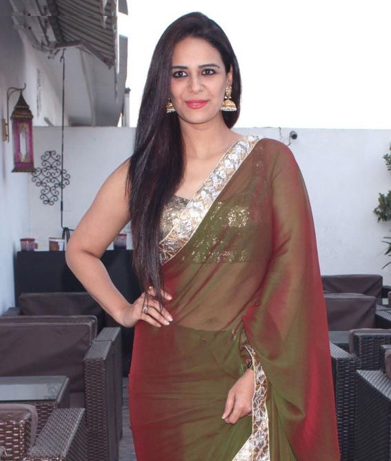 Mona Singh Hot & Spicy Navel Pics In Saree
