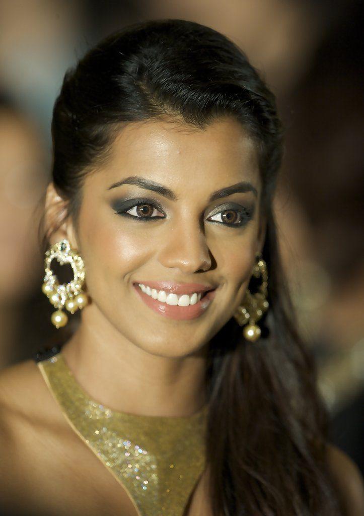 Mugdha Godse Sexy Eyes Photos