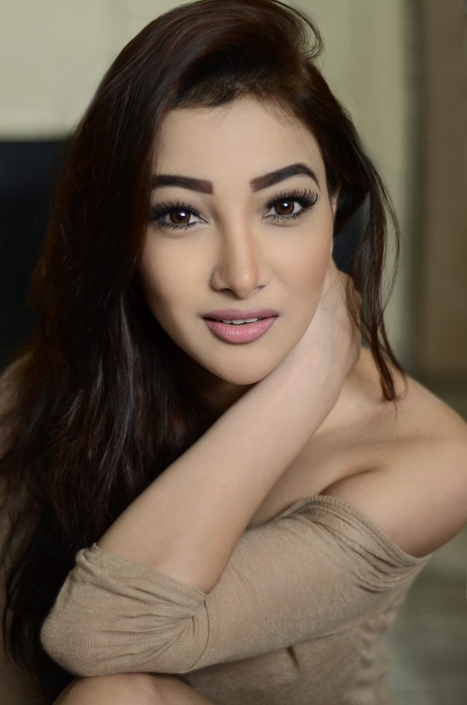 Nalini Negi Sexy Eyes Pics