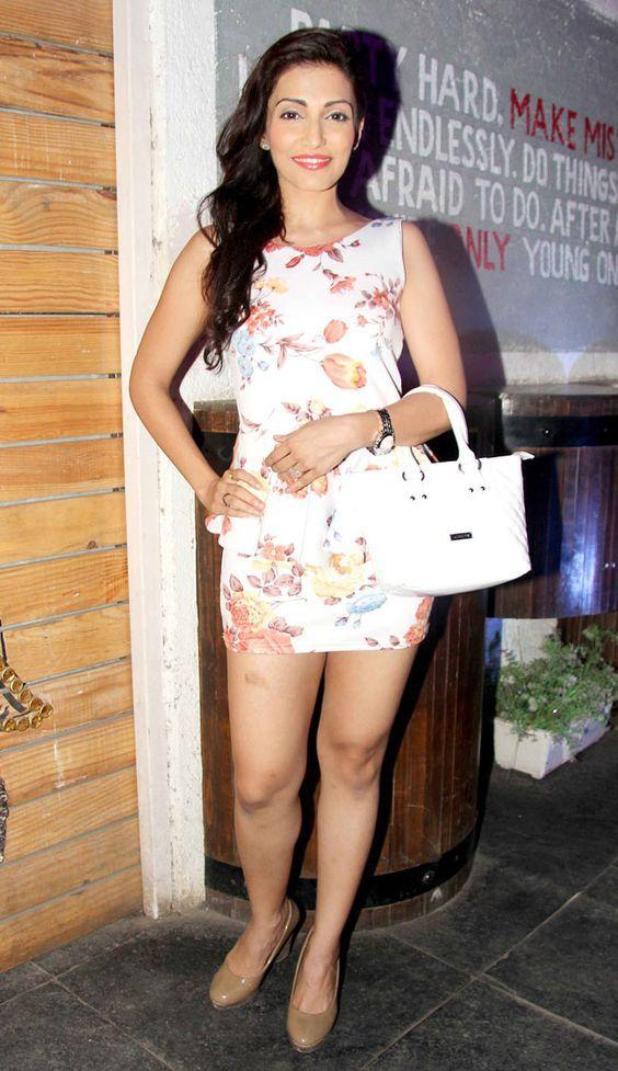Navina Bole Hot & Sexy Pics In Undergarments
