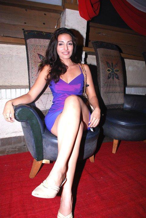 Navina Bole Sexy Legs Showing Pics Full HD