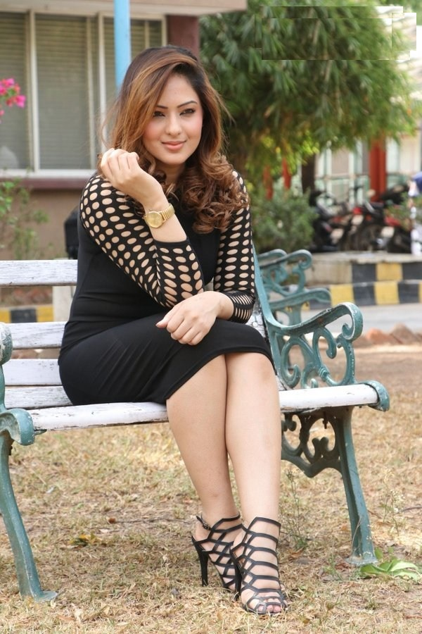 Nikesha Patel Sexy Legs Photos