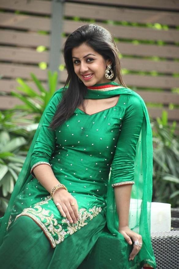 Nikki Galrani HD Sexy Pics In Salwaar Kameez