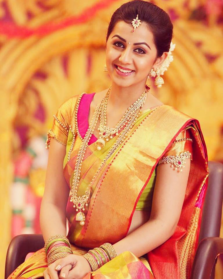 Nikki Galrani New Pictures In Saree