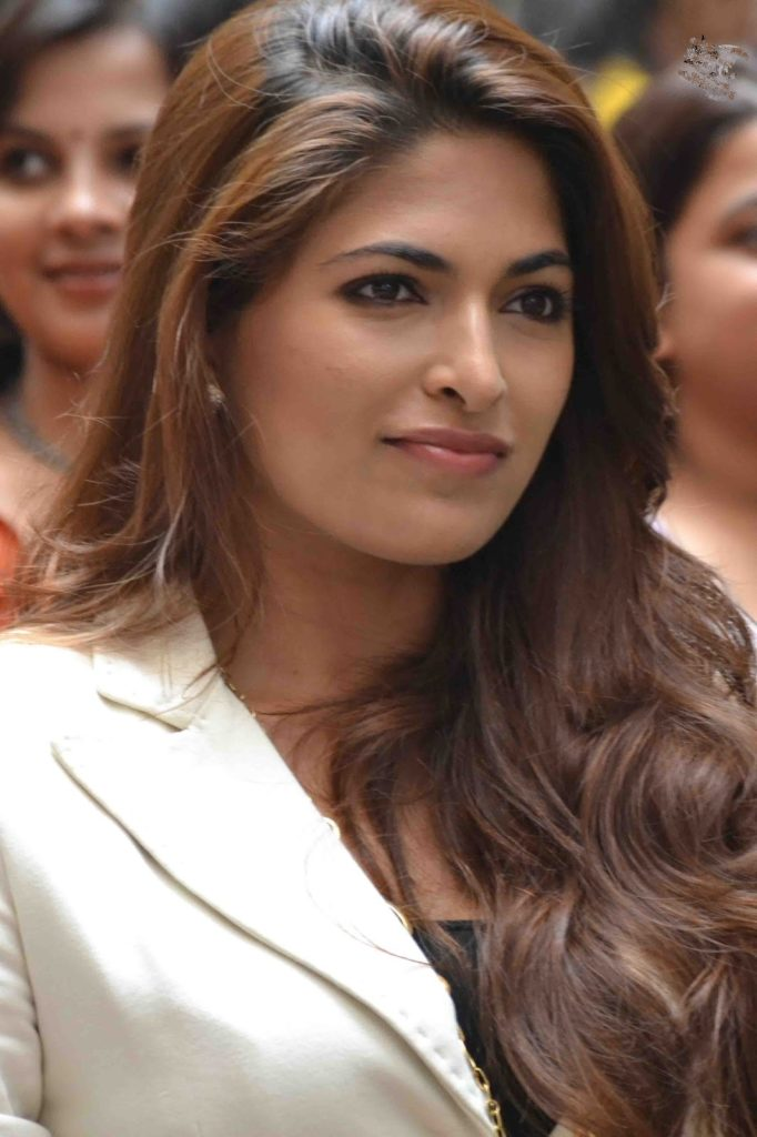 Parvathy Omanakuttan New Hair Style Pictures