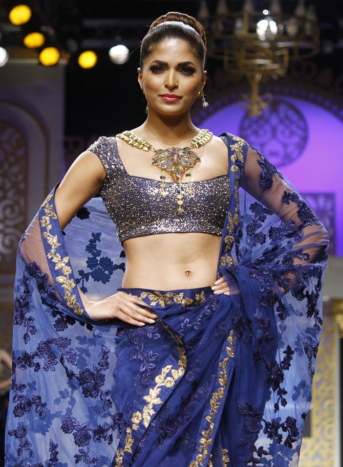 Parvathy Omanakuttan Spicy Navel Pics In Gagra Choli