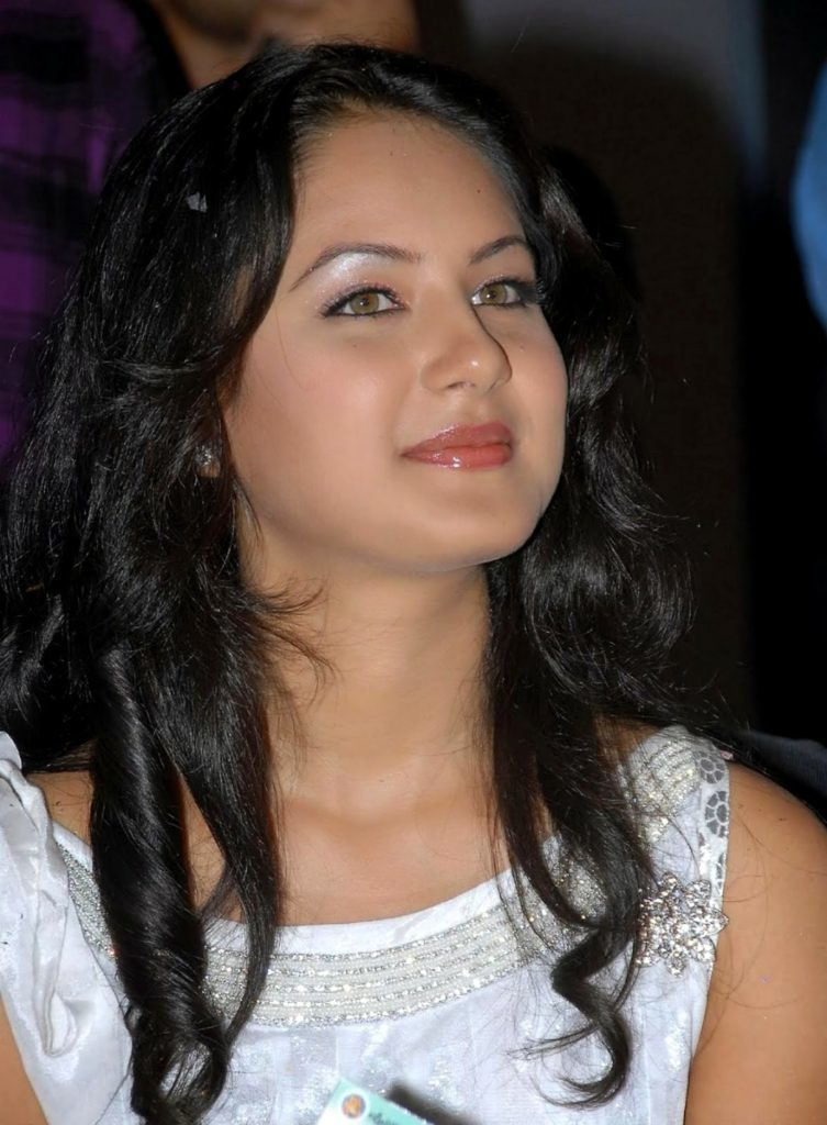 Pooja Bose Cute Smiling Images