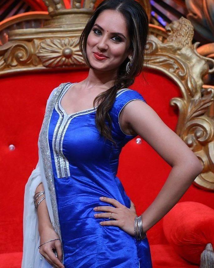 Pooja Bose Hot HD Sexy Images In Salwaar Kameez