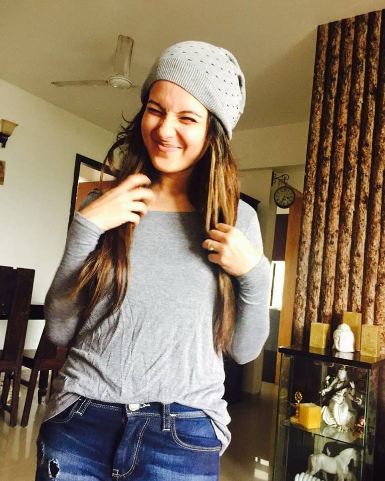Pooja Bose Hot Images In Jeans Top
