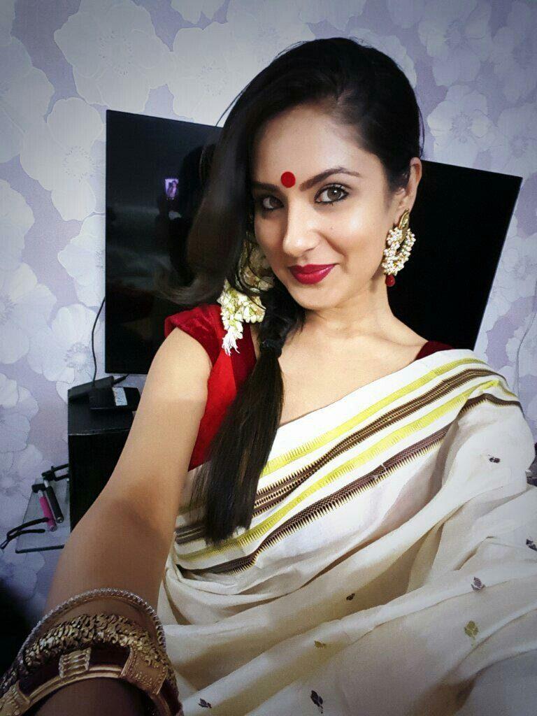 Pooja Bose Sexy Pics IN Saree