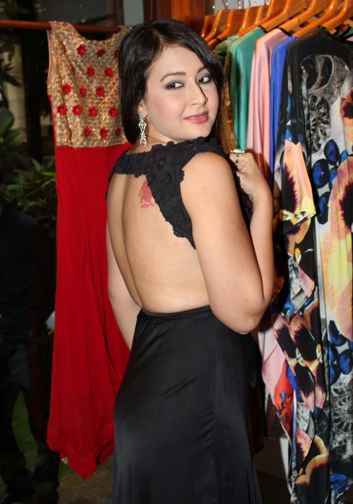 Preeti Jhangiani Hot & Sexy Photos In Backless Clothes