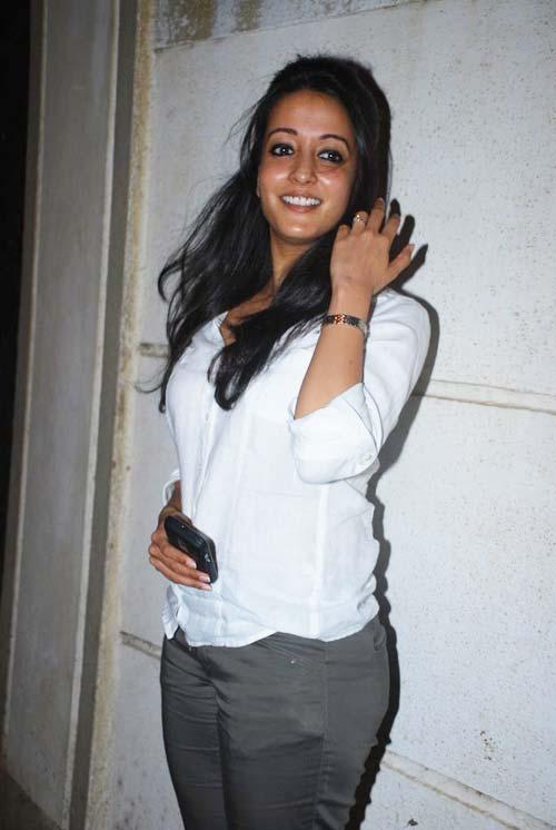 Raima Sen Hot In Jeans Top Images