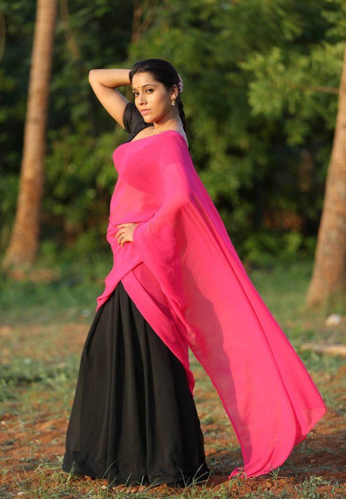 Rashmi Gautam HD Pics In Gardan