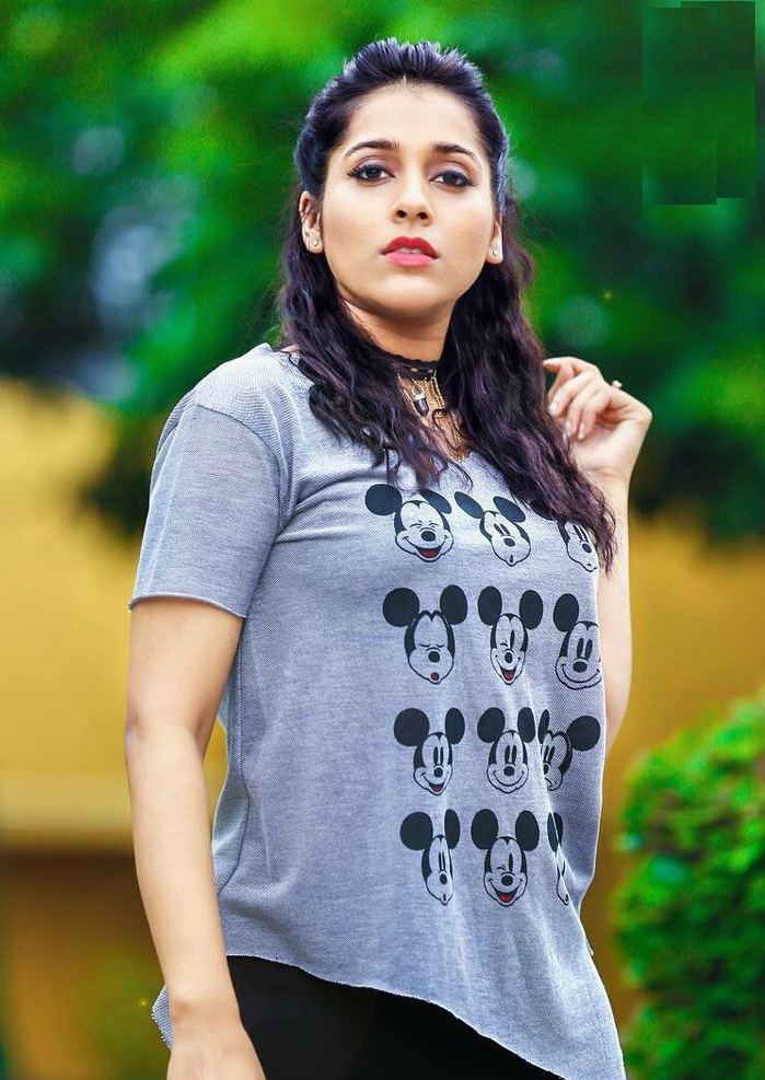 Rashmi Gautam Hot Images In Jeans Top