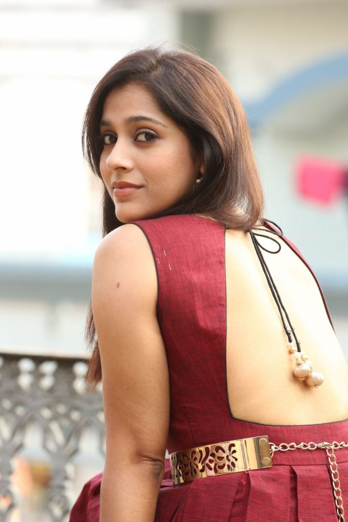 Rashmi Gautam Hot In Backless Saree