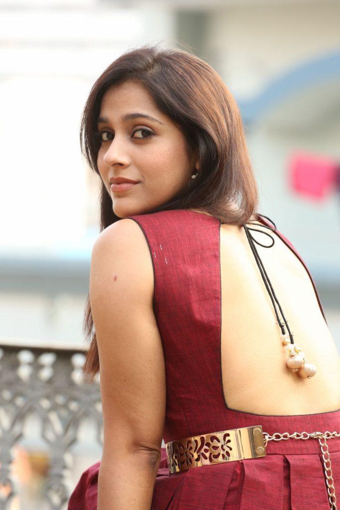 Rashmi Gautam Hot In Backless Saree