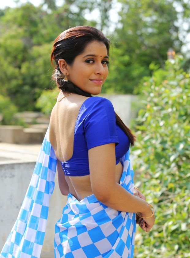 Rashmi Gautam Hot Pics In Backless Saree