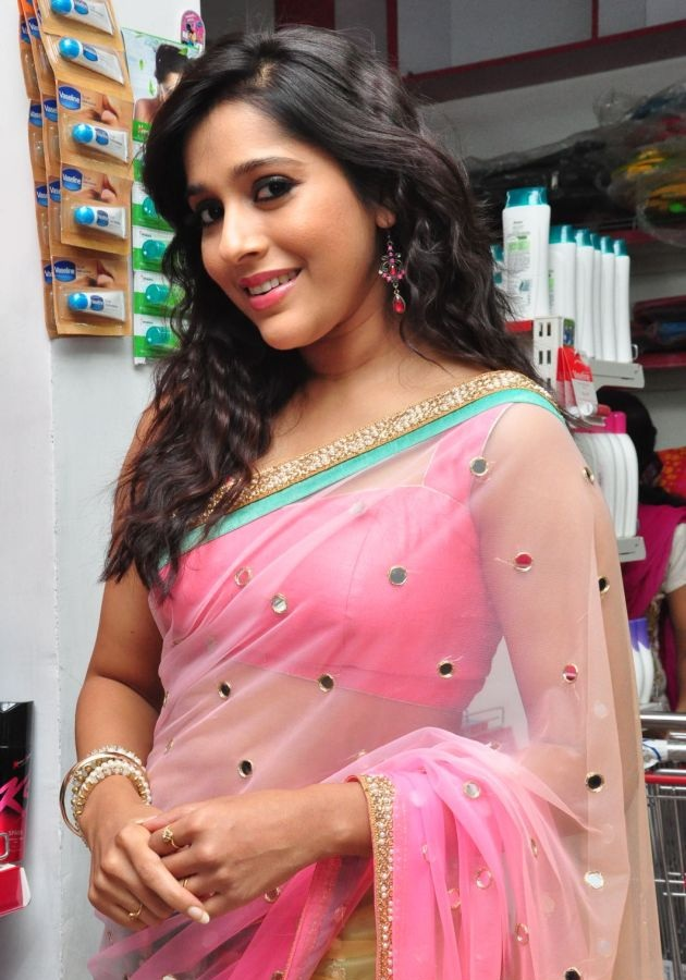 Rashmi Gautam Hot & Spicy Navel Pics In Saree