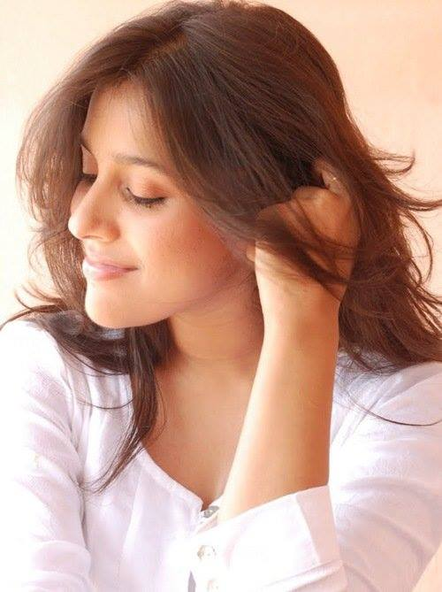 Rashmi Gautam Latest Hair Syle Pics