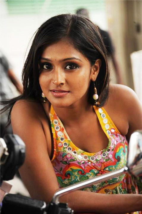 Remya Nambeesan HD Sexy Photos Download
