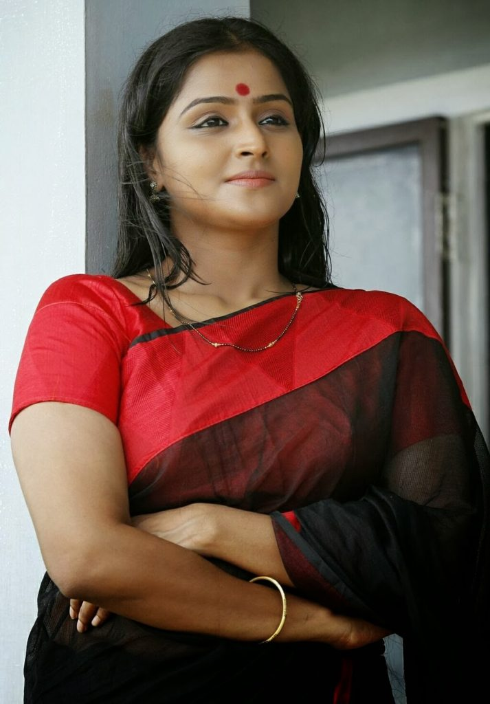 Remya Nambeesan New Pics In Saree Wallpapers