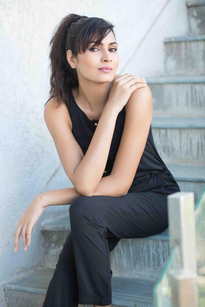Sangeita Chauhan HD Pics In Jeans Top