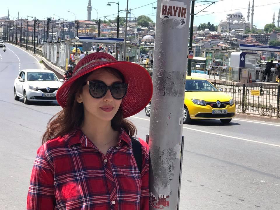 Saumya Tandon HD Images