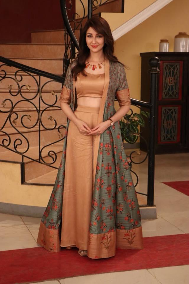 Saumya Tandon HD Wallpapers