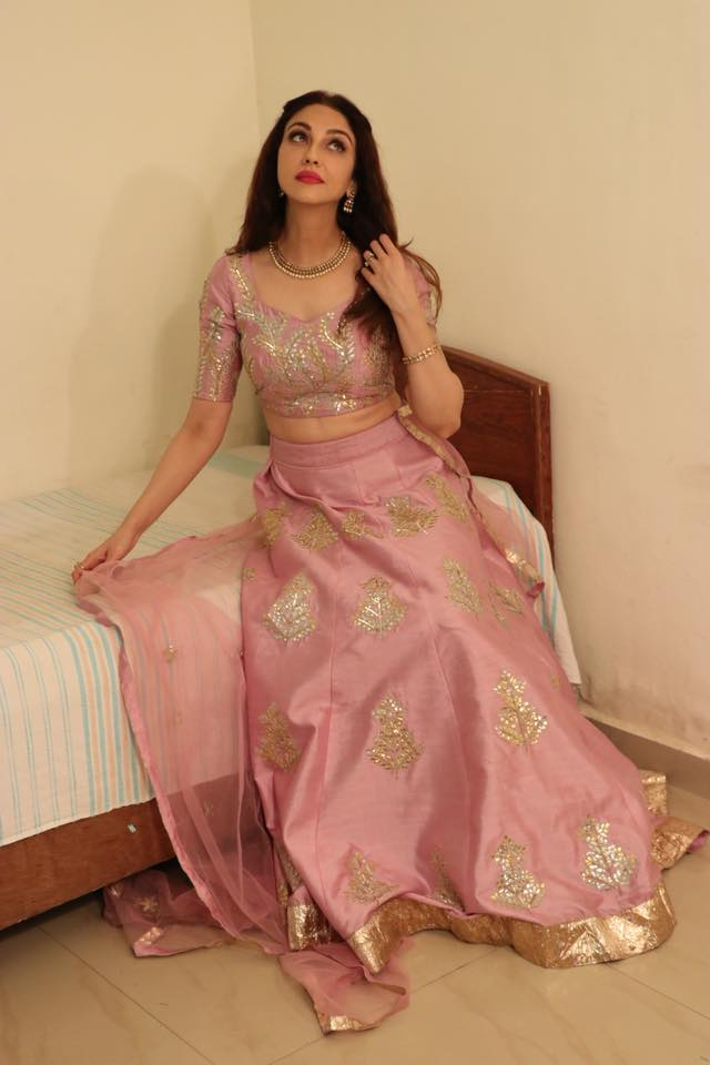 Saumya Tandon Hot Images Pictures In Gagra Choli