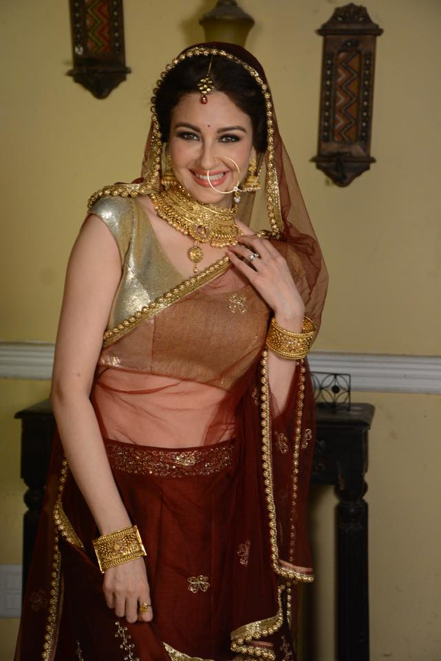 Saumya Tandon Images
