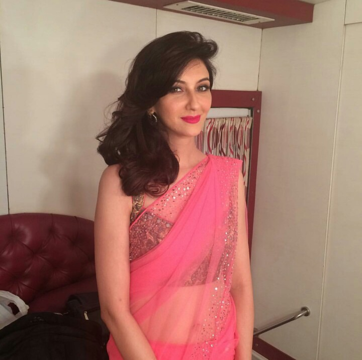 Saumya Tandon Sexy Images In Saree