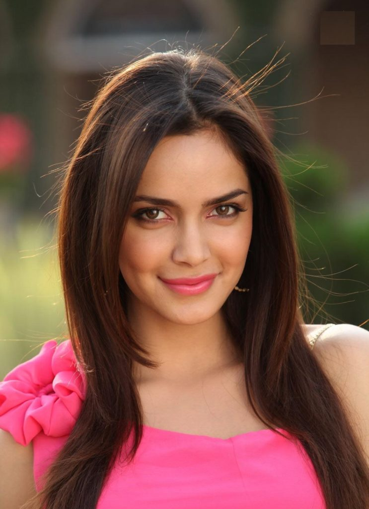Shazahn Padamsee Cute Smiling Photos