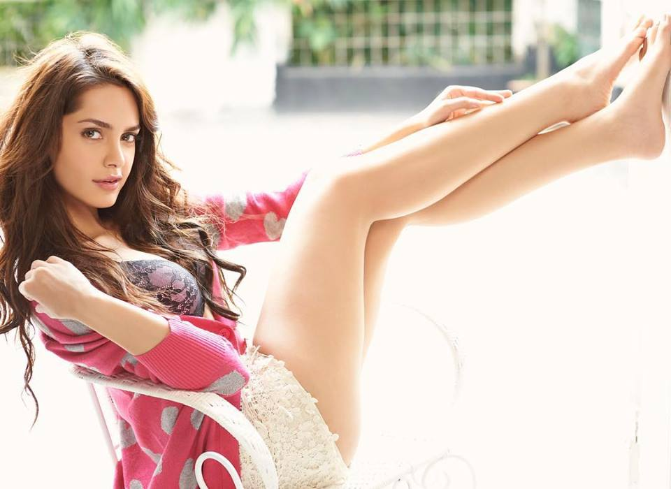 Shazahn Padamsee Sexy Thigh And Legs Showing Images