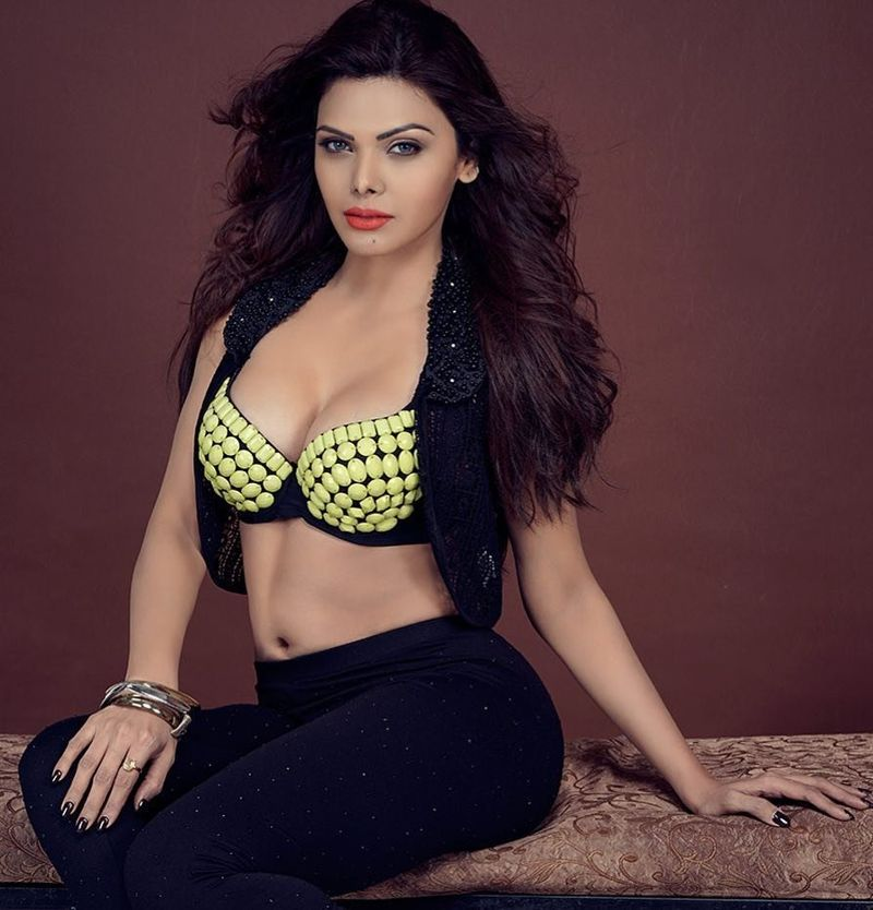 Sherlyn Chopra Hot Pics In Bra