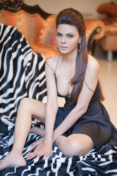 Sherlyn Chopra Sexy Legs Pictures