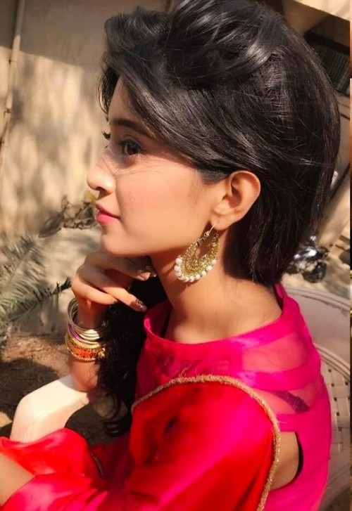 Shivangi Joshi Latest New Hair Style Images In Saree