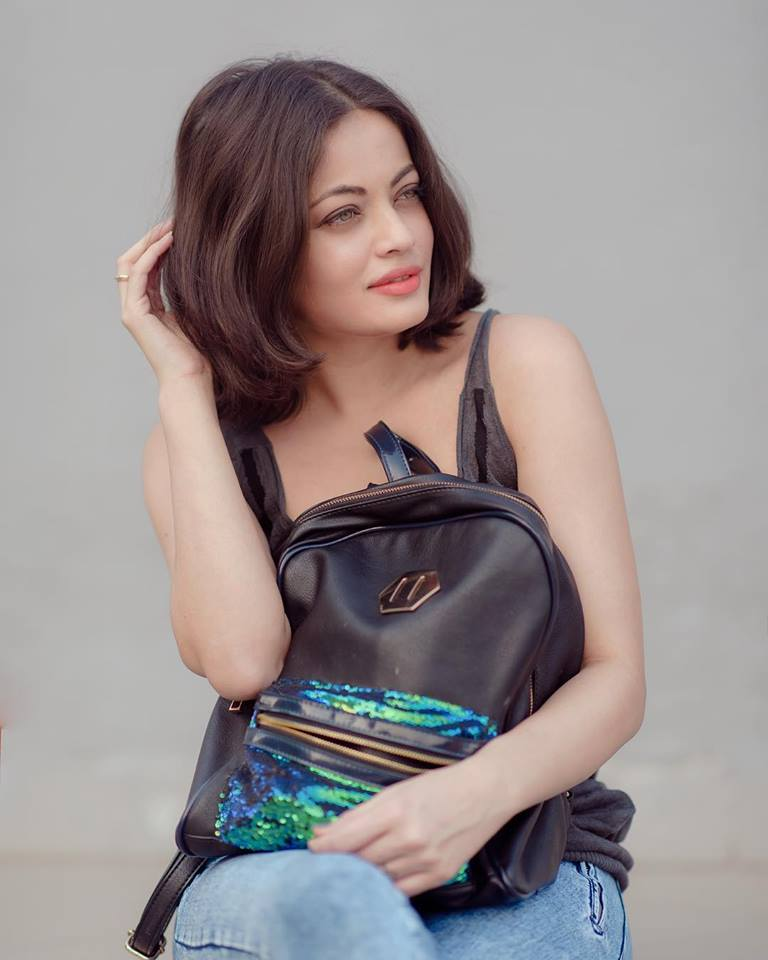 Sneha Ullal Hot Looking Pictures In Jeans Top