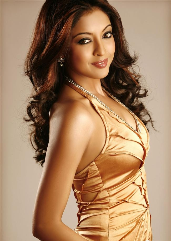 Tanushree Dutta Hot Unseen Pics In Golden Clothes