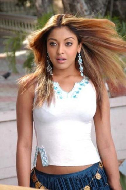 Tanushree Dutta Latest New Hair Style HD Pics