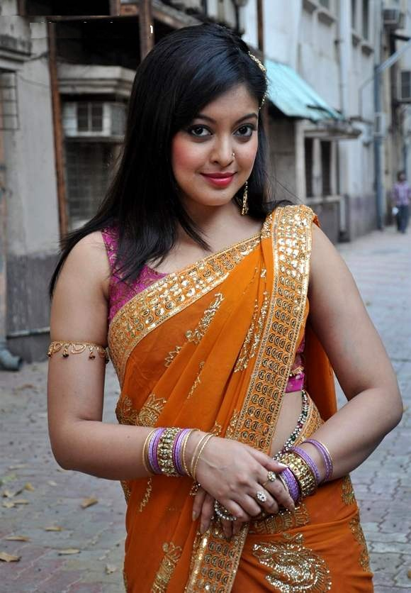 Tanushree Dutta Sexy Wallpapers In Saree