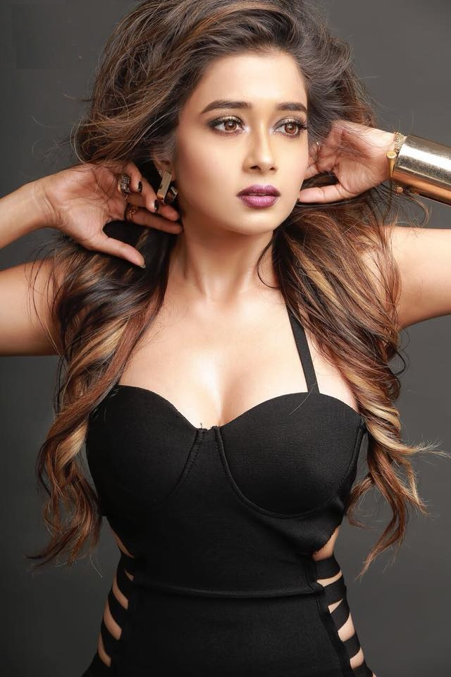 Tina Datta Hot Pictures In Bra