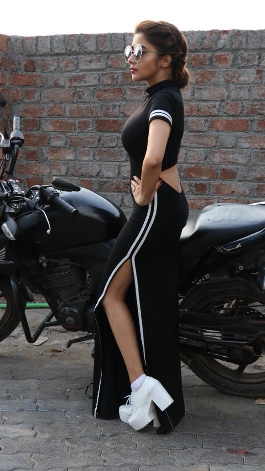 Tina Datta Sexy Legs Pics In Undergarments